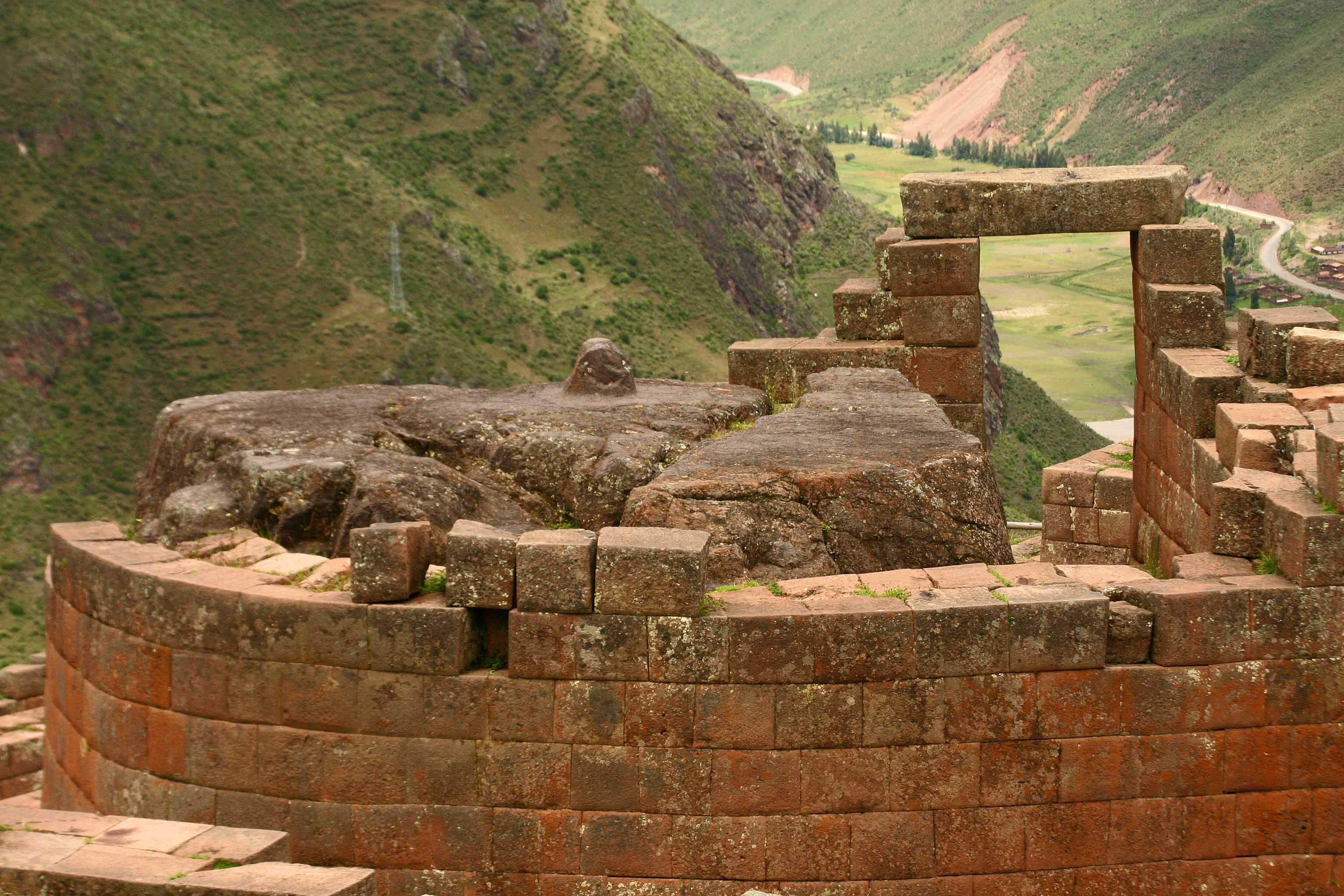 http://www.imagesofanthropology.com/images/Inca_shrine_at_Pisac_Peru_copy.jpg