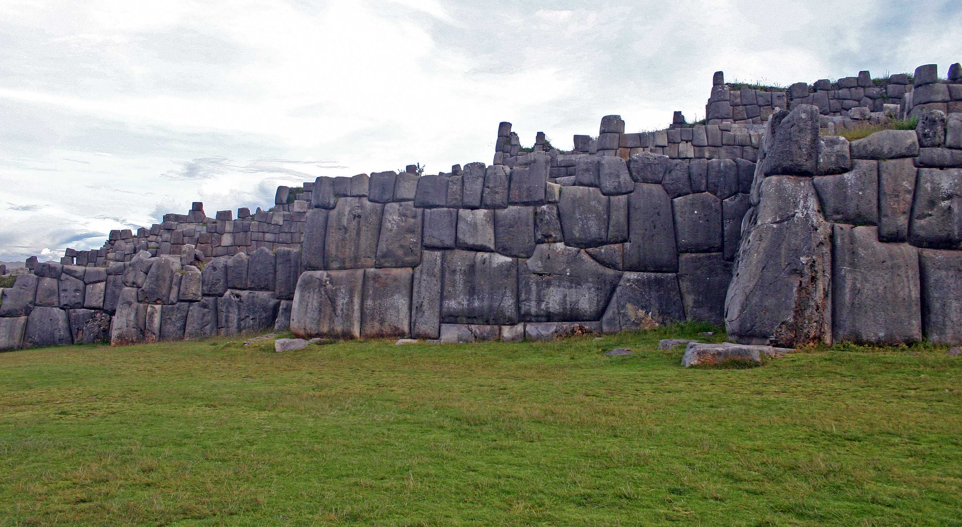 Inca_walls_at_Sacsayhuaman_near_Cuzco_Andes_Mts_Peru_copy.jpg