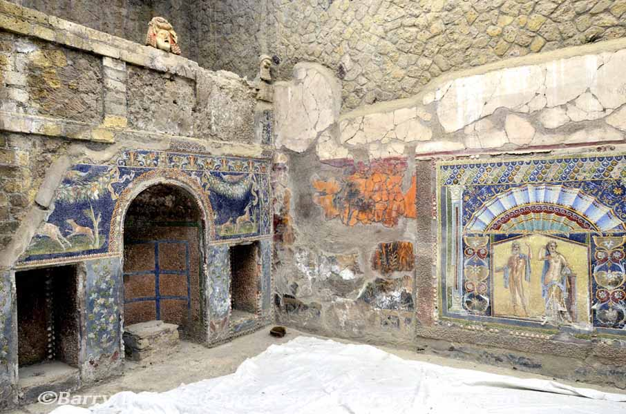 Ancient roman herculaneum italy for Ancient mural villa